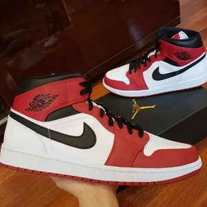 Brand New Nike Air Jordan 1 Mid Chicago Sneakers